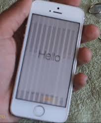 iPhone 5 layar hitam bergaris